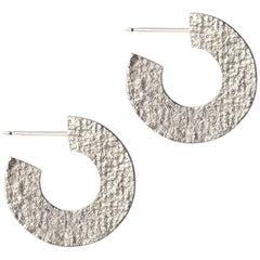 Strukturierte Kreolen in Silber von Allison Bryan