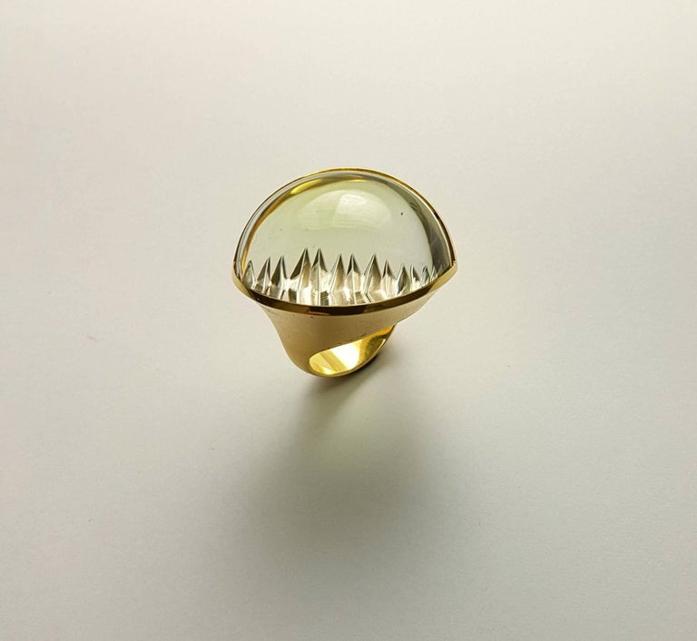 Magnificent ring by Atelier Munsteiner made of 750/0 yellow gold and a rare Lime-Green Tourmaline