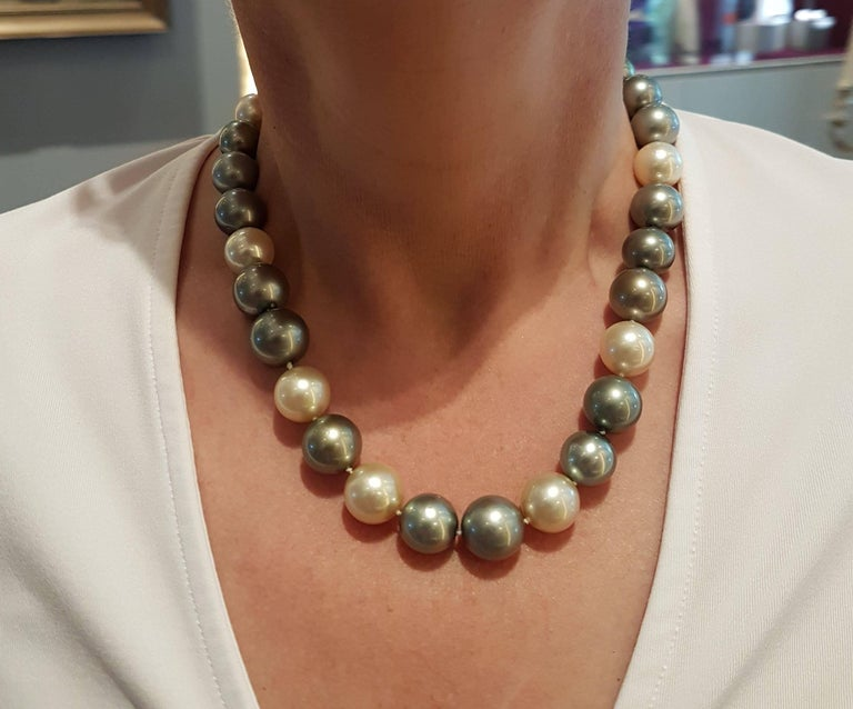 Natural Tahiti and South Sea Pearl Necklace In As New Condition For Sale In Berlin, DE