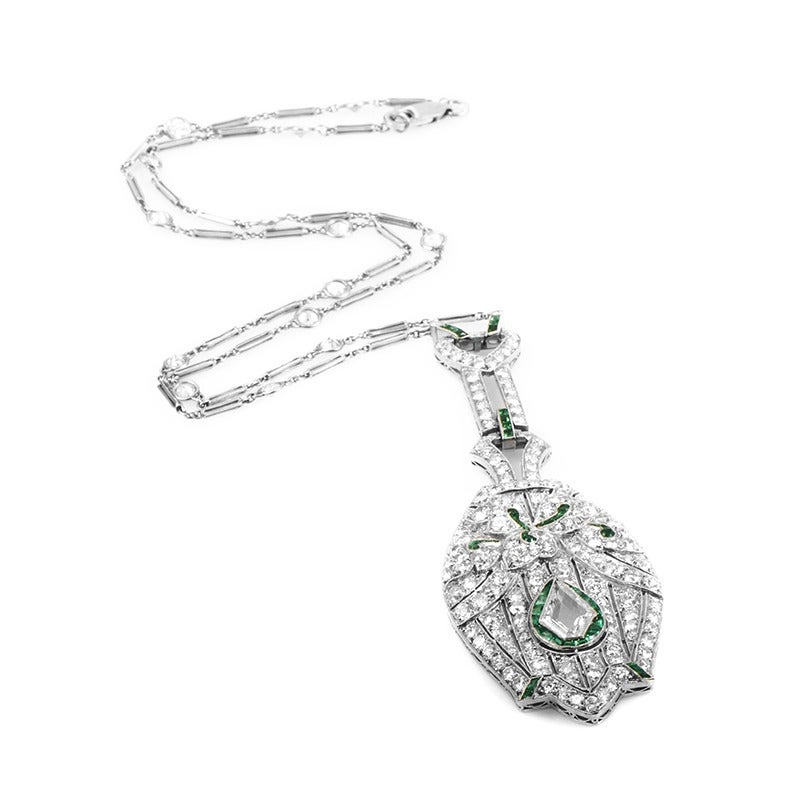 Antique Emerald Diamond Platinum Pendant Necklace In Excellent Condition For Sale In Southhampton, PA