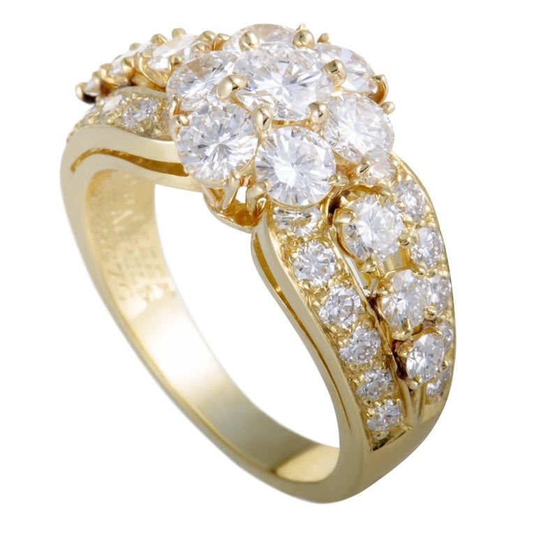 Van Cleef & Arpels Fleurette Diamond Flower Yellow Gold Ring