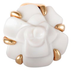 Chanel Camélia White Agate and Yellow Gold Flower Pendant