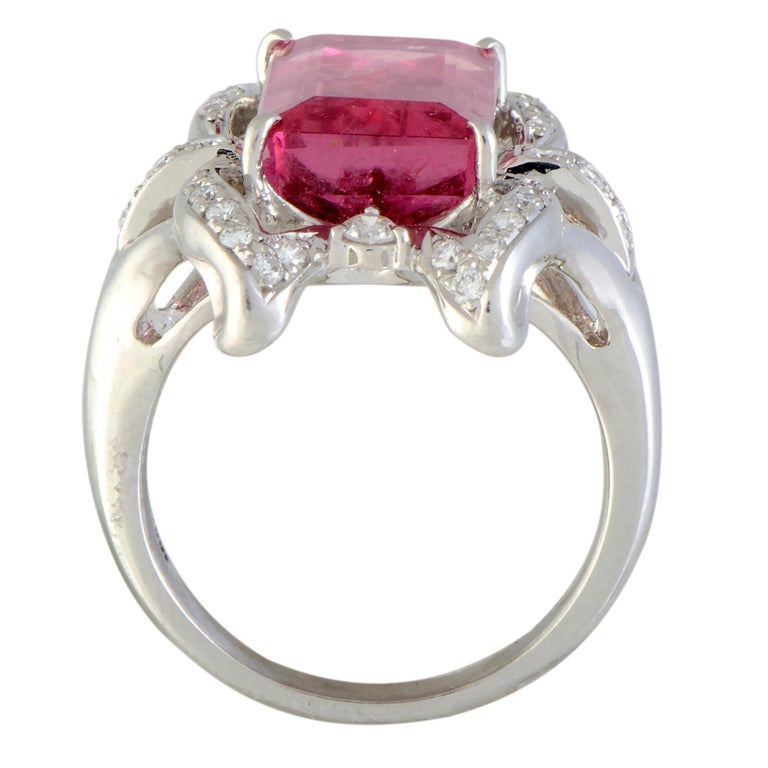 A fascinating fusion of luxe refinement and feminine allure, this spellbinding jewelry piece compels with its sublime design and lustrous décor. The ring is wonderfully crafted from platinum and it is embellished with an attractive tourmaline that