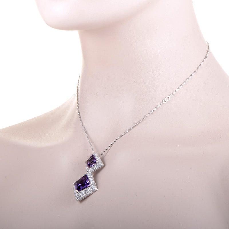 describe a necklace