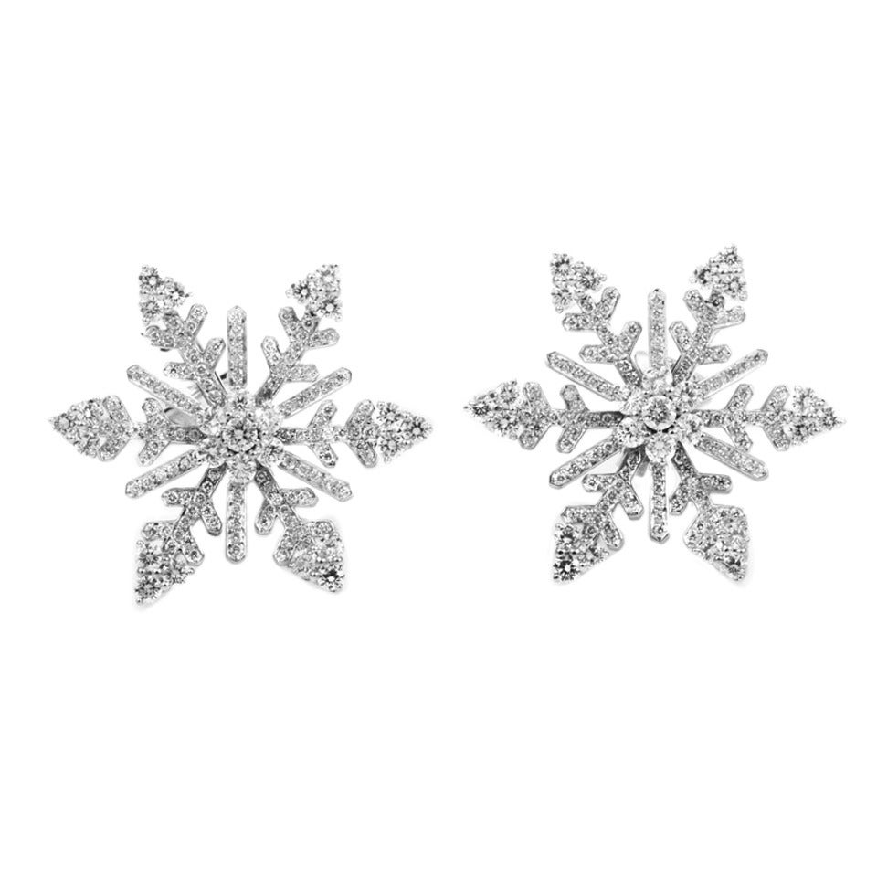 Van Cleef & Arpels Diamond White Gold Snowflake Clip-On Earrings For Sale