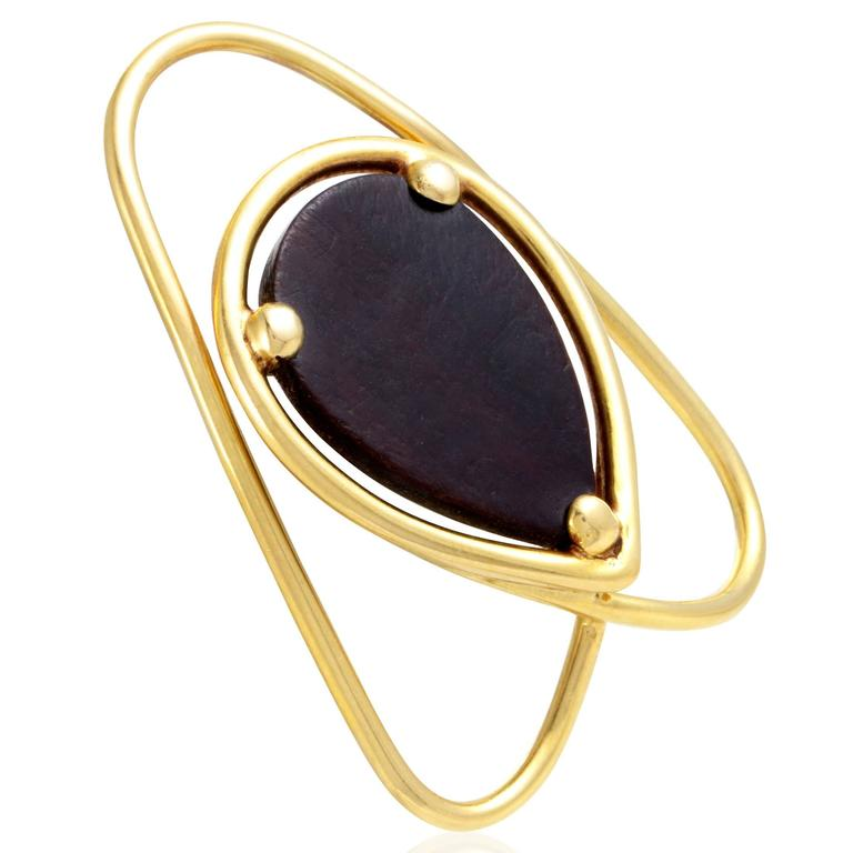 Drawing attention to the magnificent appeal and captivating darkness of the stunning ebony wood, Van Cleef & Arpels employed the minimalist shape and immaculate gleam of 18K yellow gold to a splendid effect in this outstanding money