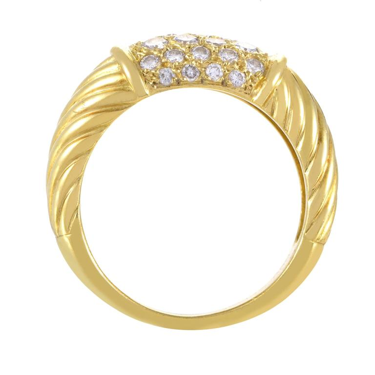 Leading up to the glamorous central spot where the refreshing brilliance of diamonds totaling 0.65ct meets the exuberant radiance of 18K yellow gold, the alluring décor of this stunning ring from Van Cleef & Arpels produces a mesmerizing