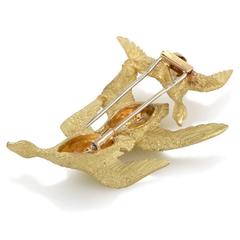 Women's Hermes 1950s Sapphire and Yellow Gold Flock of Geese Brooch For Sale