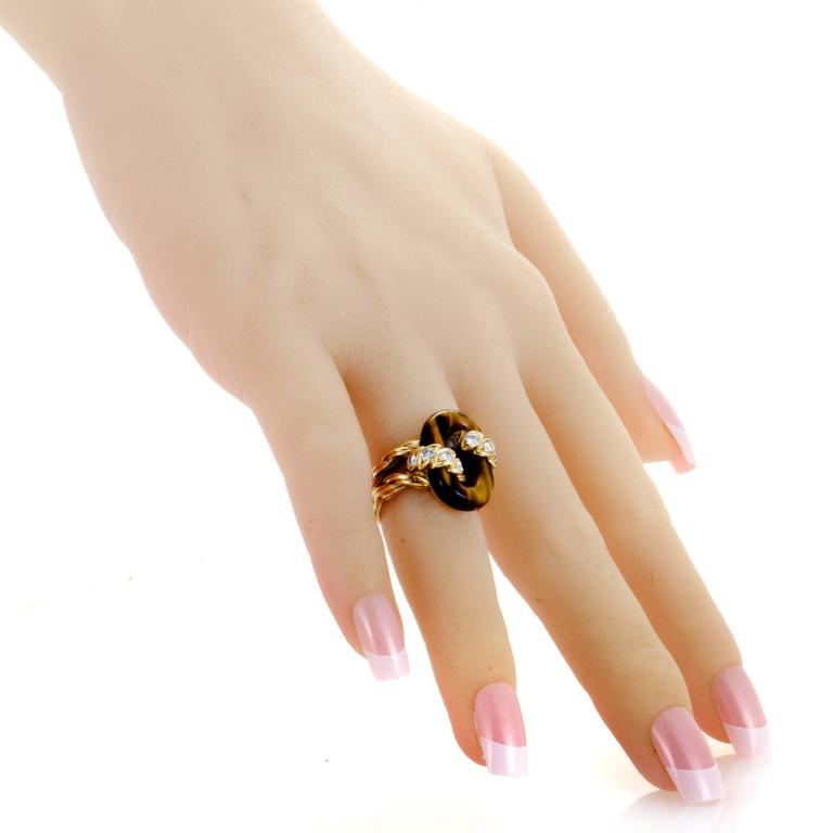 Women's  Van Cleef & Arpels Diamond Tiger's Eye Yellow Gold Ring For Sale