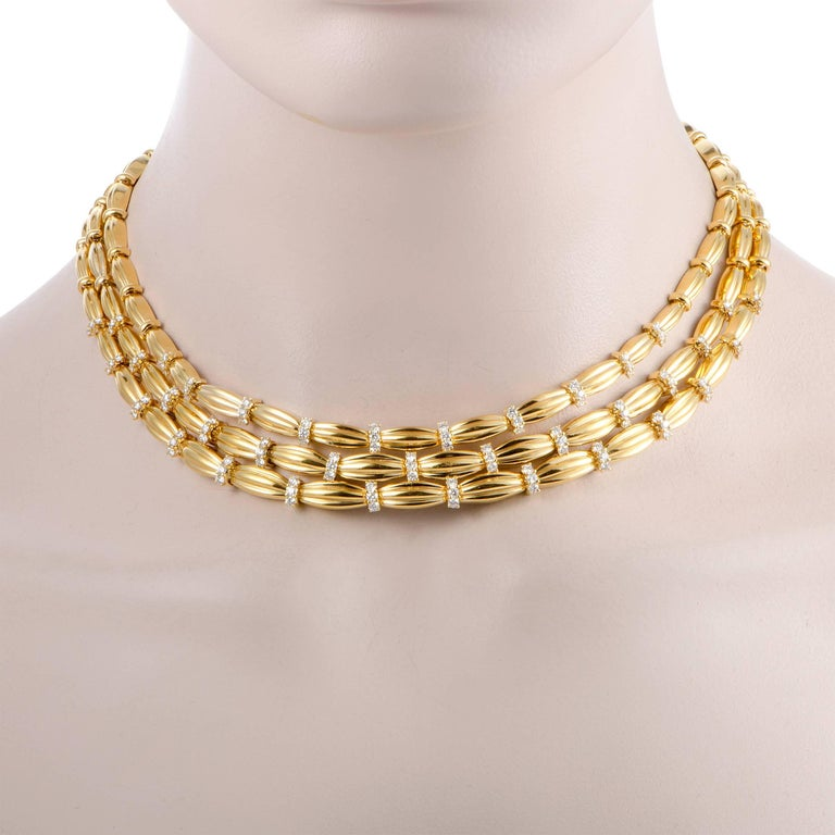 Reminiscent of fine, silky fabric draped around your neck in an alluringly graceful manner, this sublime necklace designed by Tiffany & Co. exudes charm and elegance. Made of prestigious 18K yellow gold, the necklace is embellished with