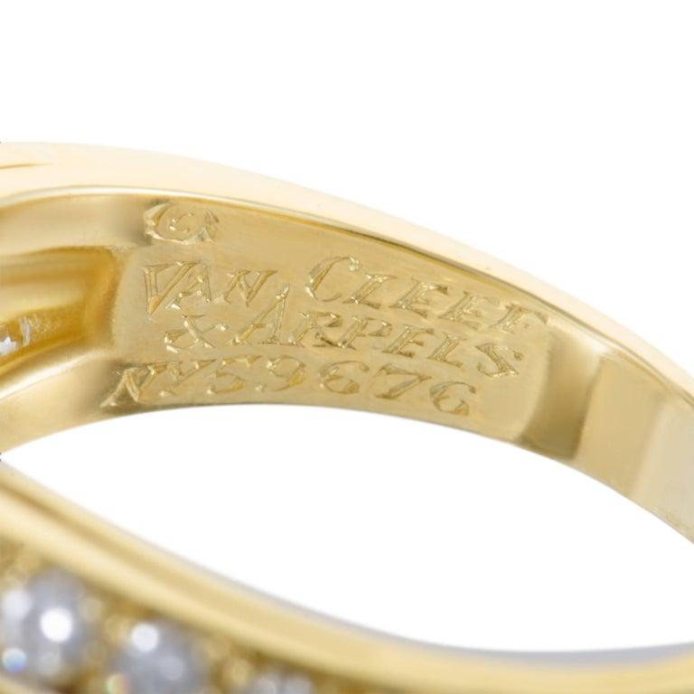 Women's Van Cleef & Arpels Fleurette Diamond Flower Yellow Gold Ring For Sale