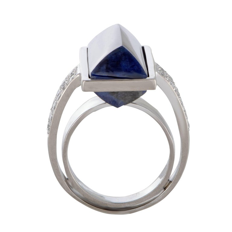 Designed by Vasari in an intriguingly unconventional manner, this spectacular ring offers an exceptionally fashionable appearance. Made of elegant 18K white gold, the ring is embellished with an eye-catching lapis lazuli and 0.85 carats of