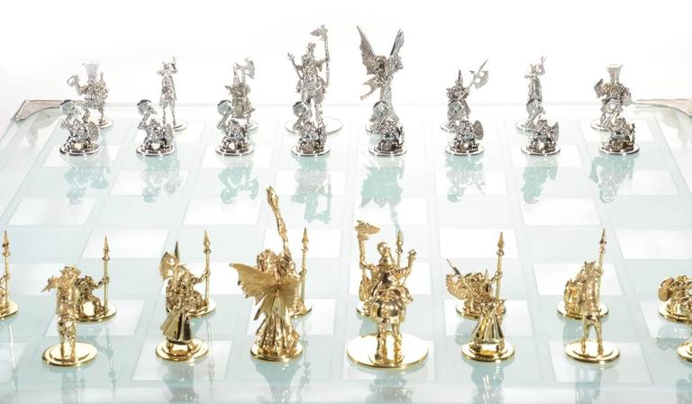 White and Yellow Gold Tempered Glass Chess Set In New Condition For Sale In Southhampton, PA