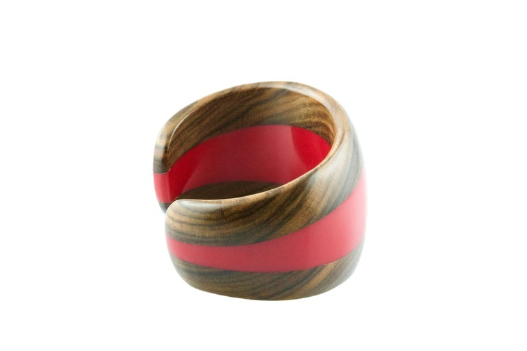 This modern and spectacular bracelet is totally hand carved made in wood and red methacrylate.
