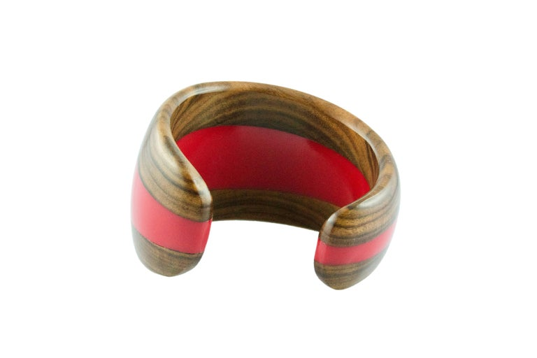 Cuff Bracelet in Wood and Red Methacrylate In New Condition For Sale In Milano, IT