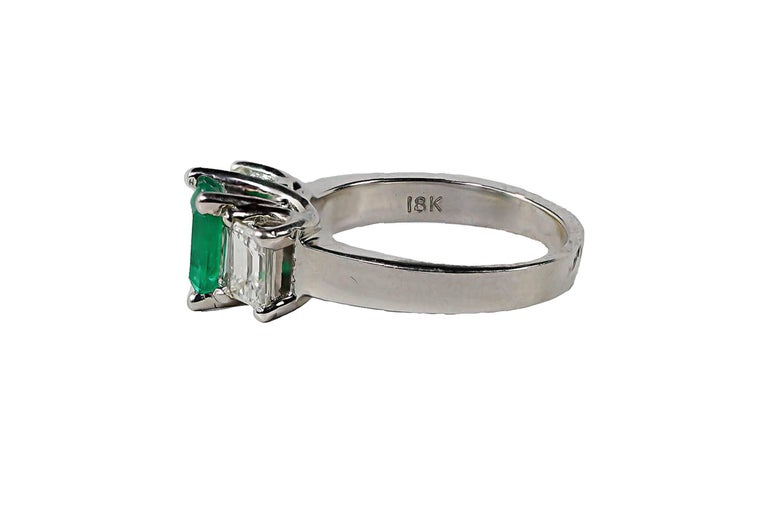 Emerald and Diamond White Gold Ring For Sale at 1stdibs