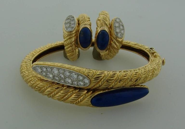 Chic and feminine set consisting of a pair of earrings and a bracelet that would be a great addition to your jewelry collection. It was created by Van Cleef & Arpels in Paris in the 1970's. it is made of 18 karat (stamped) yellow gold, lapis lazuli
