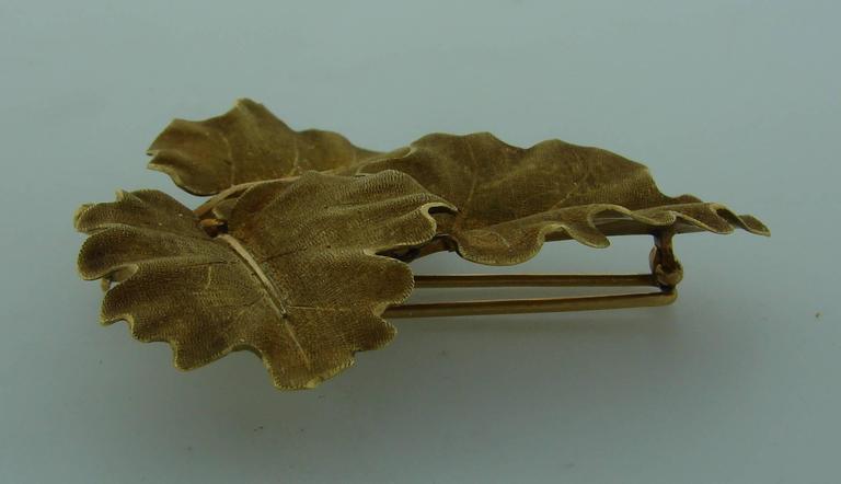 Women's or Men's 1950s Mario Buccellati Gold Oak Leaves Clip Pin Brooch For Sale