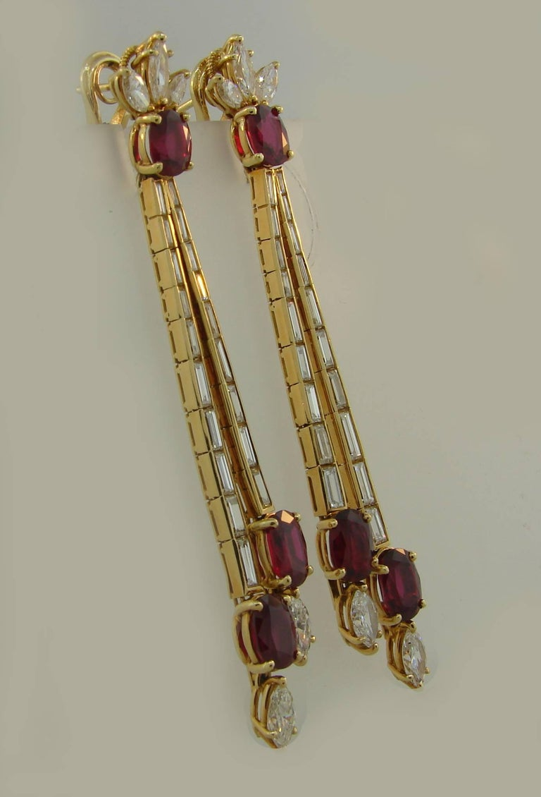 Ruby Diamond Yellow Gold Dangle Earrings In Excellent Condition For Sale In Beverly Hills, CA