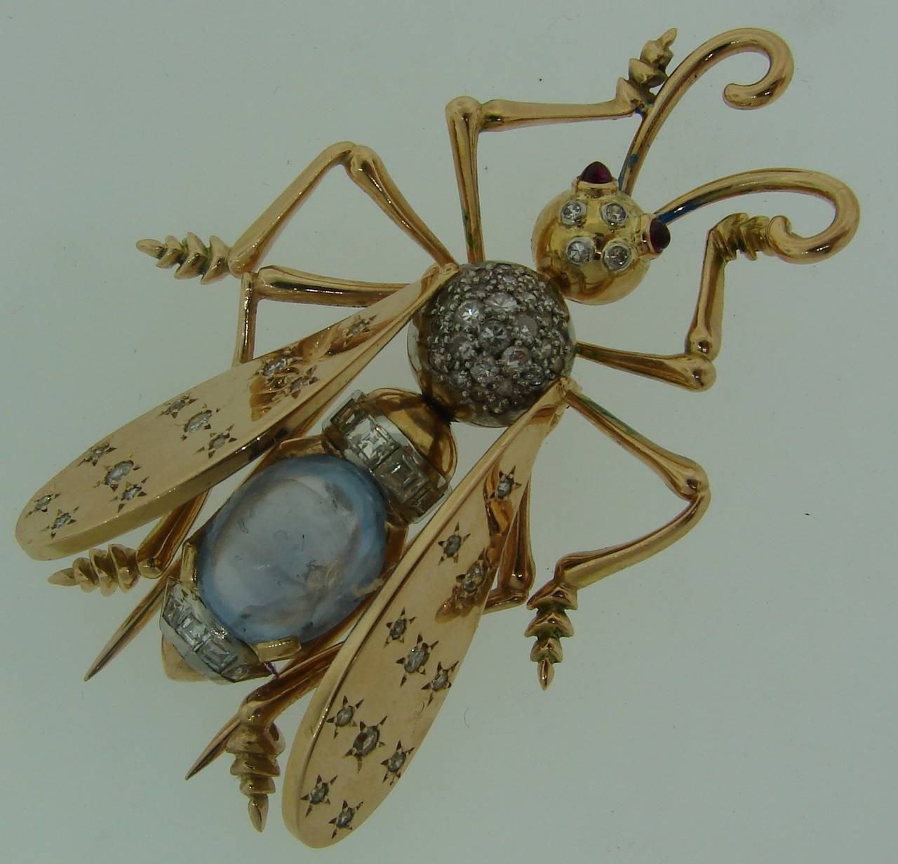 1940s French Moonstone Diamond Yellow Gold Stylized Fly Pin Brooch In Excellent Condition For Sale In Beverly Hills, CA