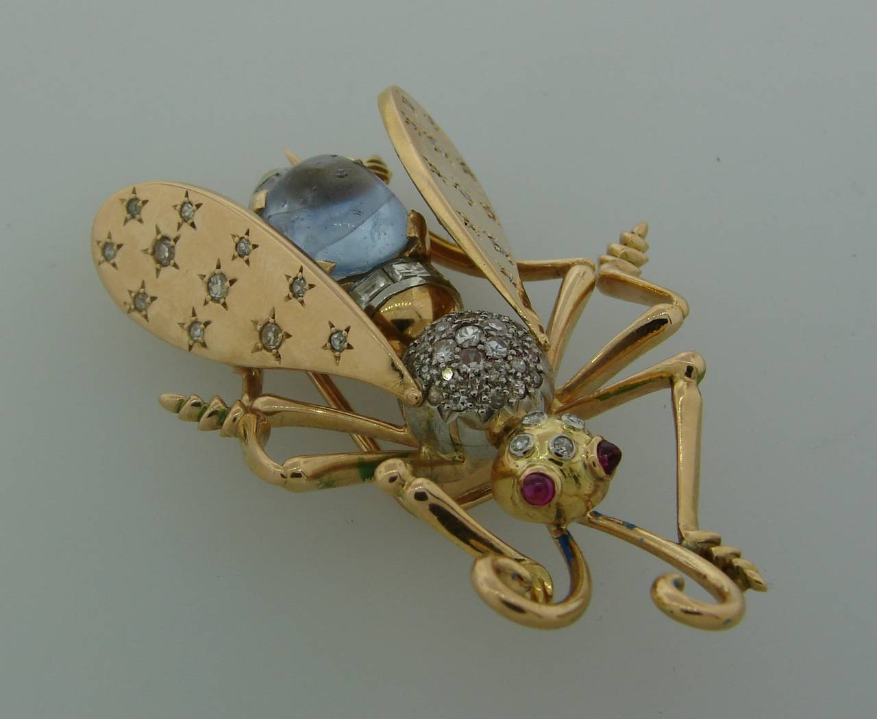 1940s French Moonstone Diamond Yellow Gold Stylized Fly Pin Brooch For Sale 1