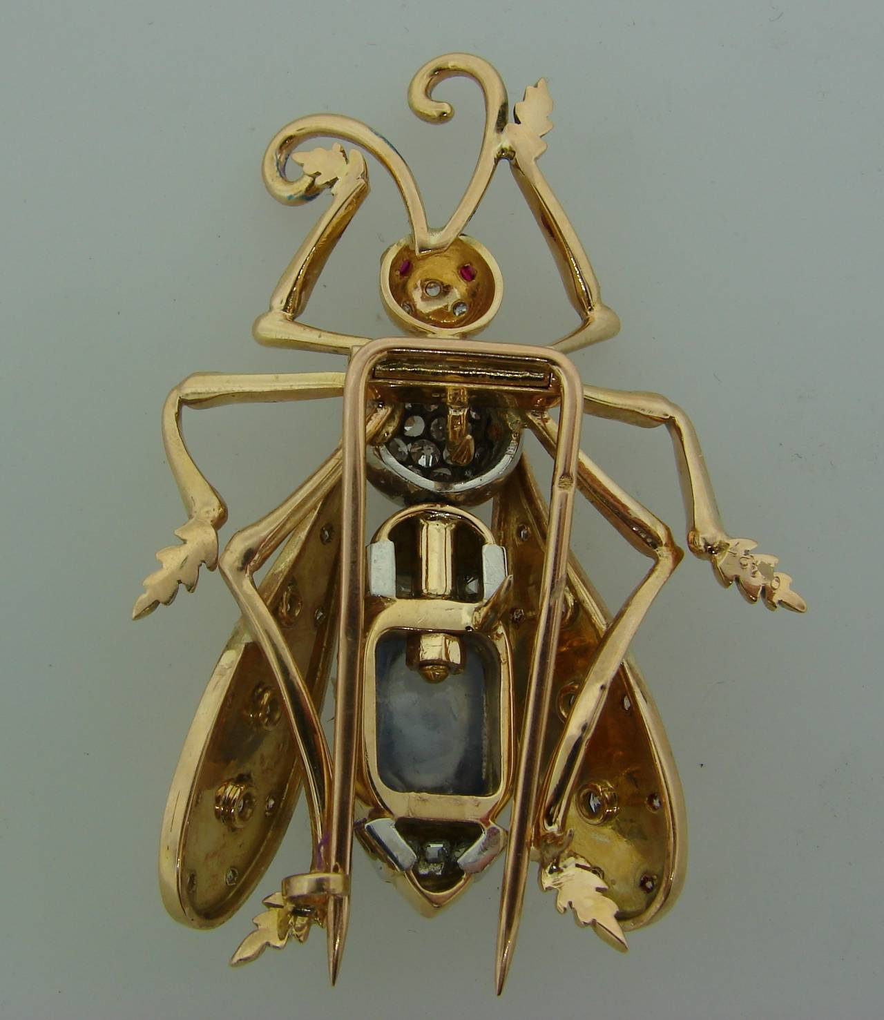 1940s French Moonstone Diamond Yellow Gold Stylized Fly Pin Brooch For Sale 3