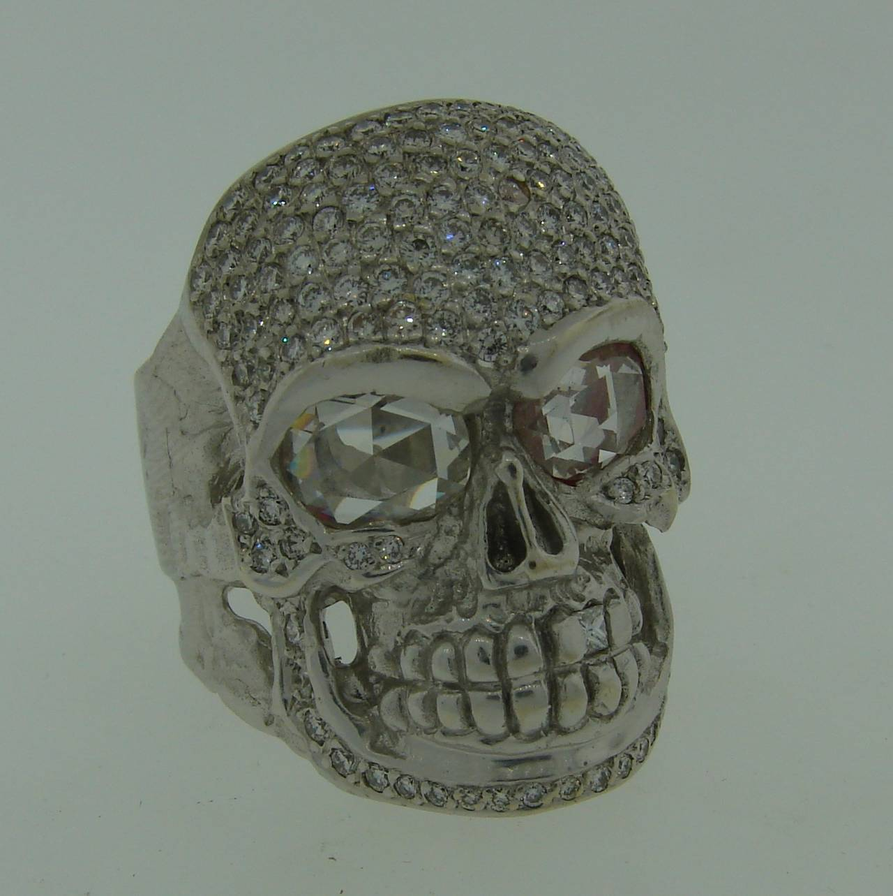 LOREE RODKIN Diamond White Gold Skull Ring In Excellent Condition For Sale In Beverly Hills, CA