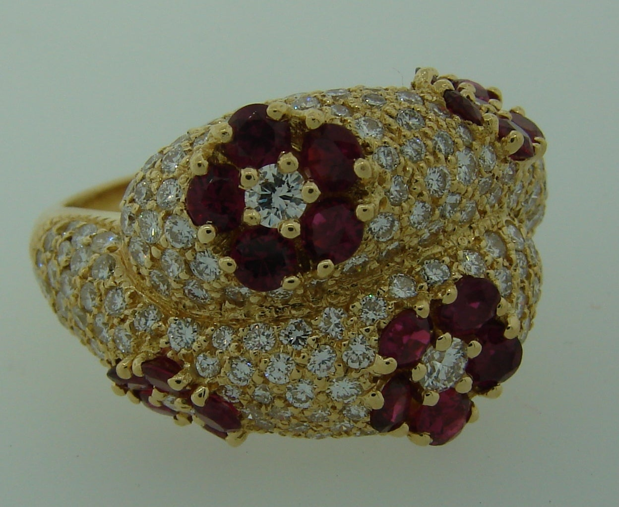 1980s Graff Ruby Diamond Yellow Gold Cocktail Ring For Sale 1