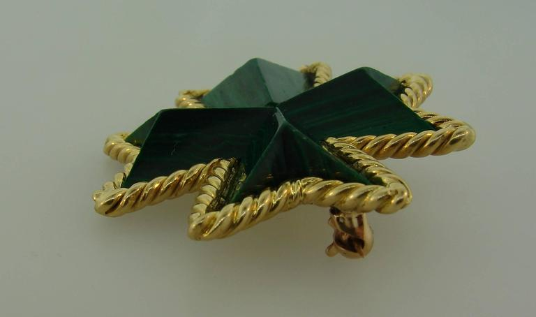 Tiffany & Co. Malachite Yellow Gold Maltese Cross Pin Brooch Clip In Excellent Condition For Sale In Beverly Hills, CA