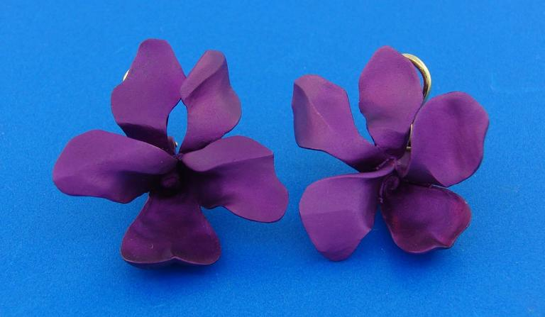 Jar Titanium Yellow Gold Flower Earrings In Excellent Condition For Sale In Beverly Hills, CA
