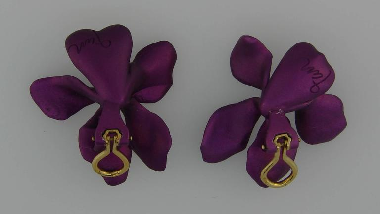 Jar Titanium Yellow Gold Flower Earrings For Sale 1