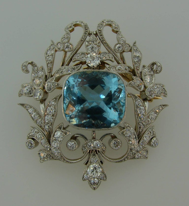 Amazing Edwardian (1901 – 1915) aquamarine and diamond pendant/brooch created by Black, Starr and Frost in the 1910s. Edwardian Jewelry is quintessentially feminine, lacy and delicate which makes the brooch a great addition to your jewelry