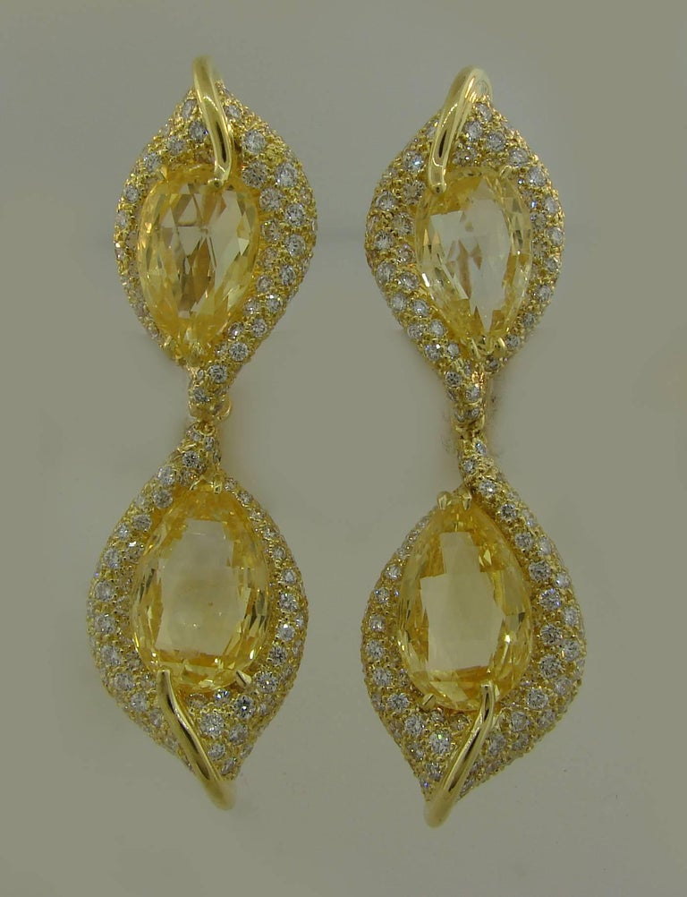 Henry Dunay Yellow Sapphire Diamond Gold Earrings In Excellent Condition For Sale In Beverly Hills, CA