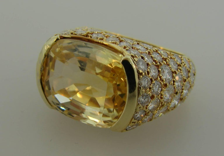 1980s Van Cleef & Arpels Yellow Sapphire Diamond Gold Bombe Ring For Sale 2