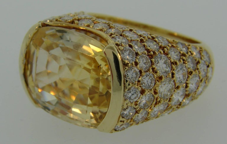 1980s Van Cleef & Arpels Yellow Sapphire Diamond Gold Bombe Ring For Sale 1