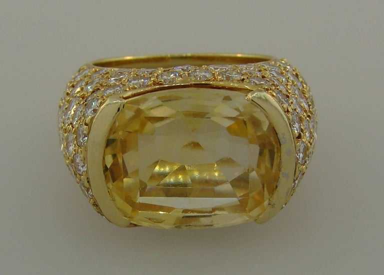 Women's 1980s Van Cleef & Arpels Yellow Sapphire Diamond Gold Bombe Ring For Sale