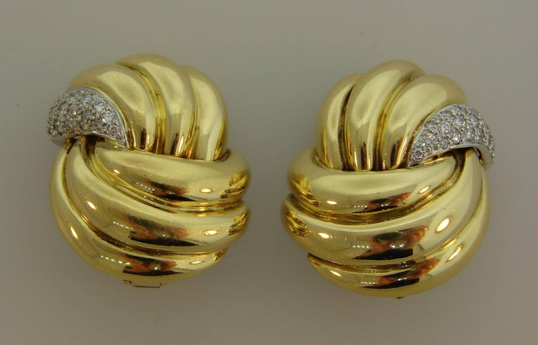 1980s Verdura Diamond Yellow Gold Earrings In Excellent Condition For Sale In Beverly Hills, CA