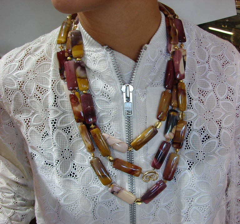 Verdura Agate Bead Strand Necklace with Yellow Gold Clasp In Excellent Condition For Sale In Beverly Hills, CA