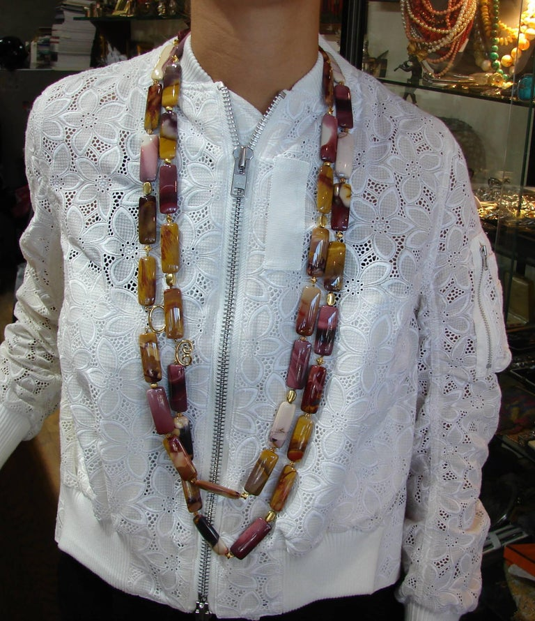 Lovely necklace created by Verdura in the 2000s. Features forty three flat elongated rectangular agate beads. The clasp and the beads are made of 14 karat (tested) yellow gold. Beautiful combination of earthy shades of agate and shiny yellow gold