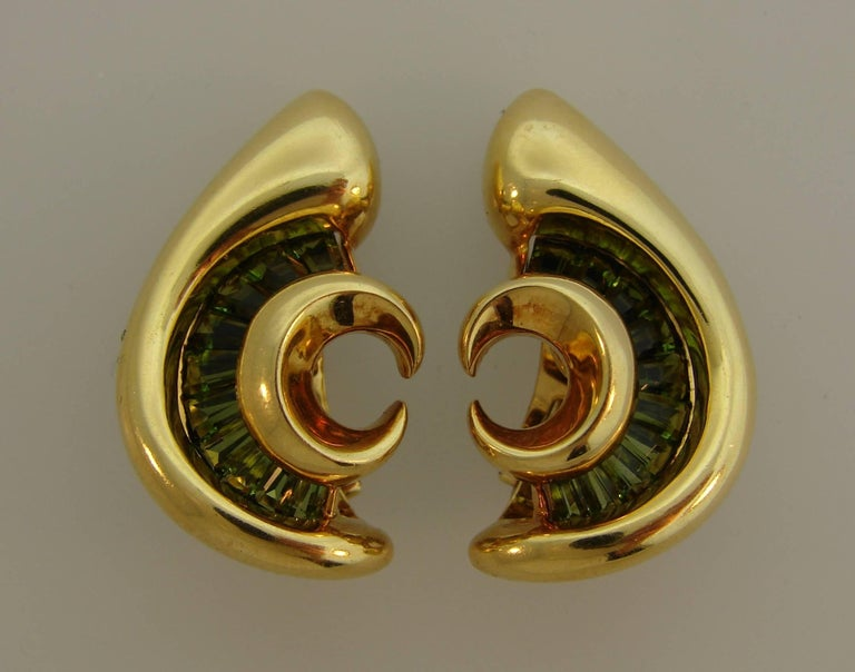 1980s Verdura Peridot Yellow Gold Earrings In Excellent Condition For Sale In Beverly Hills, CA