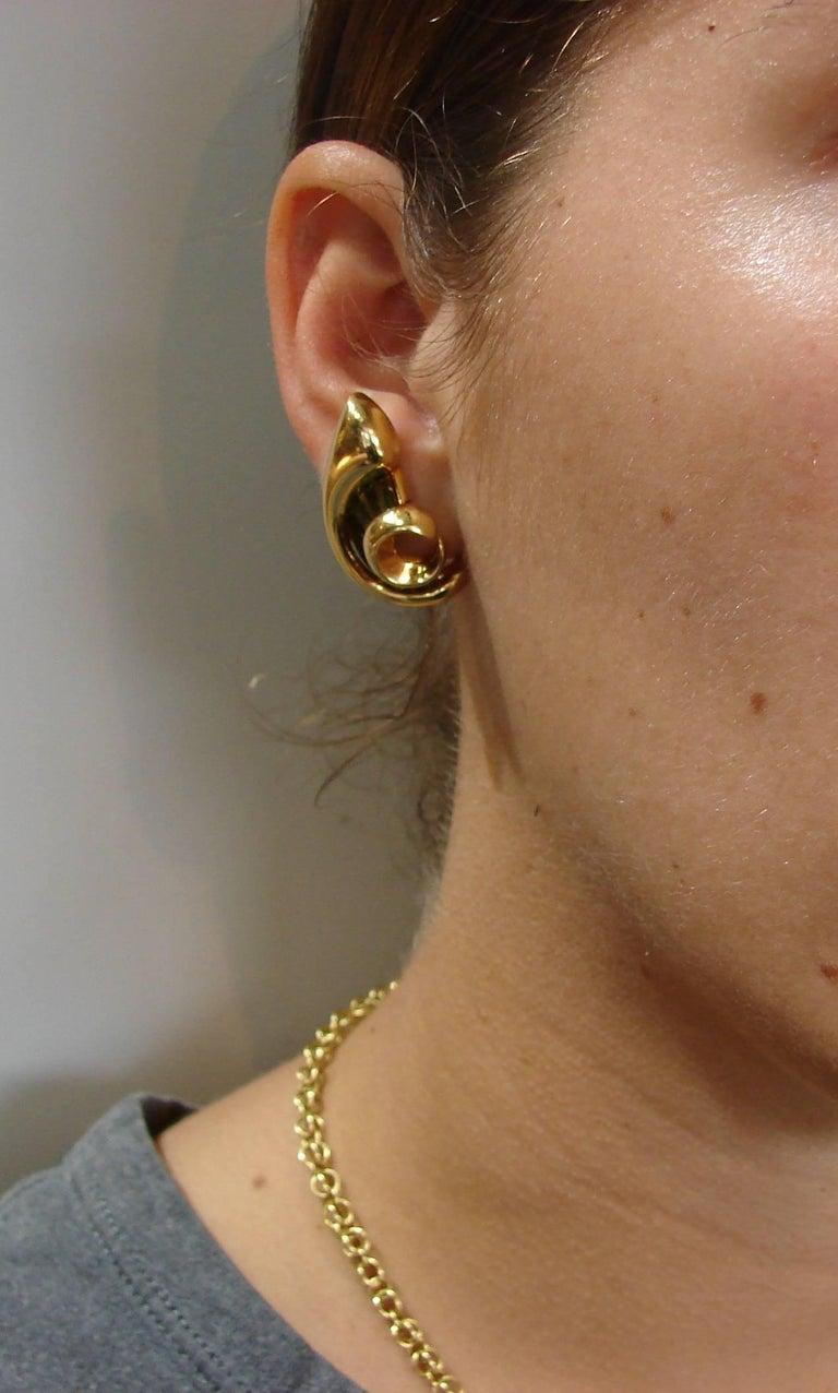 1980s Verdura Peridot Yellow Gold Earrings 6
