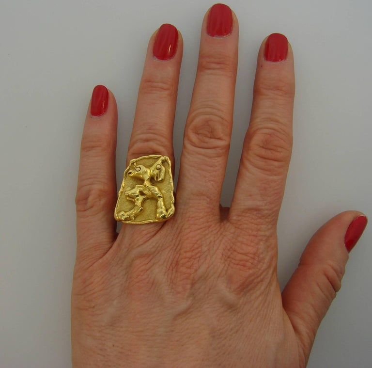 Jean Mahie 22 Karat Yellow Gold Ring In Excellent Condition For Sale In Beverly Hills, CA