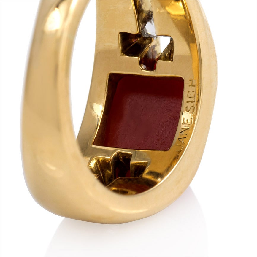 1940s Janesich Coral Diamond Gold Ring In Excellent Condition For Sale In New York, NY
