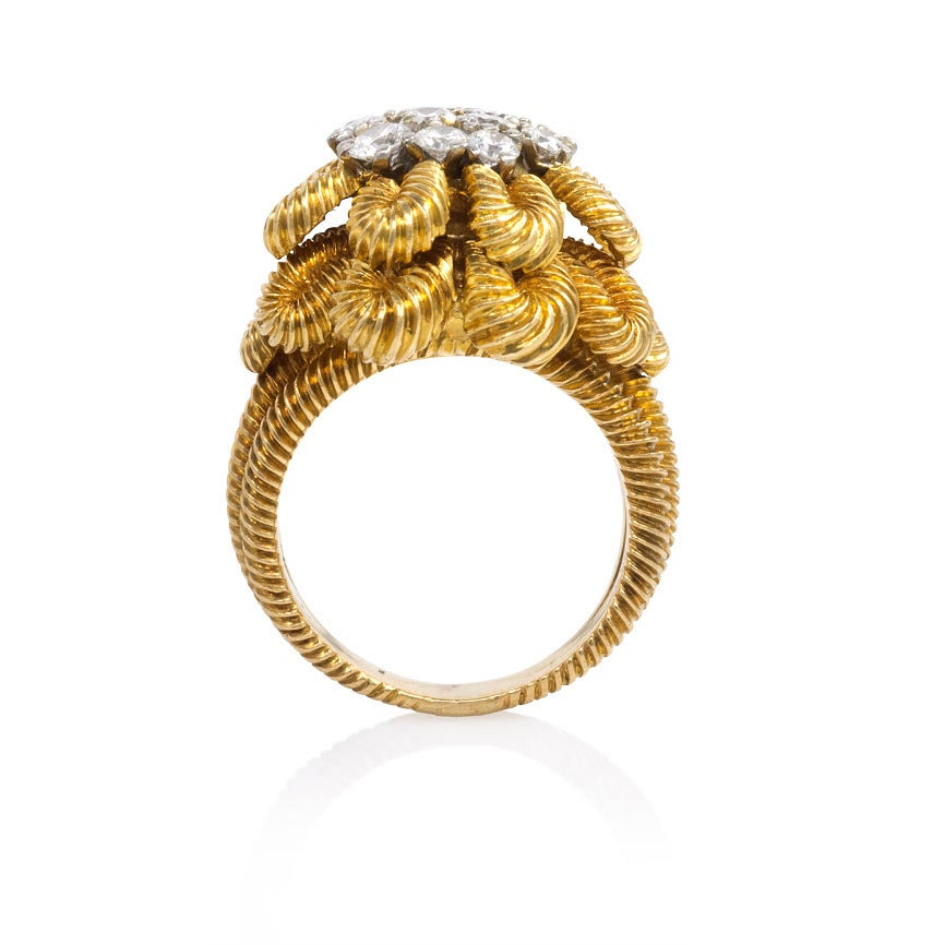 1950s Van Cleef & Arpels Diamond Gold Flower Cocktail Ring In Excellent Condition For Sale In New York, NY