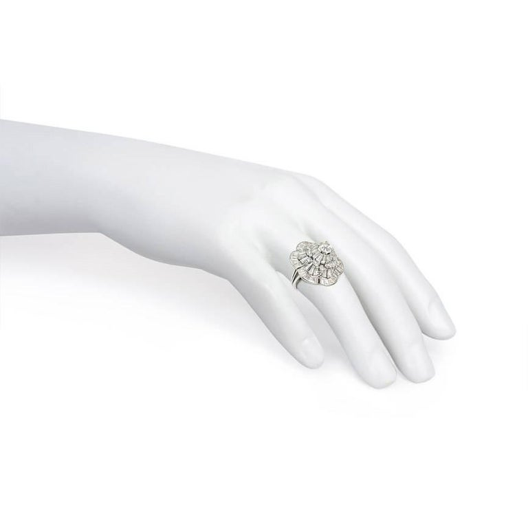 Oscar Heyman 1950s Diamond Stylized Flower Cocktail Ring in Platinum In Excellent Condition For Sale In New York, NY