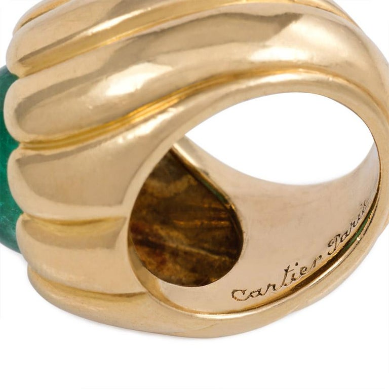 Women's or Men's Cartier Retro Cabochon Emerald and Gold Cocktail Ring For Sale