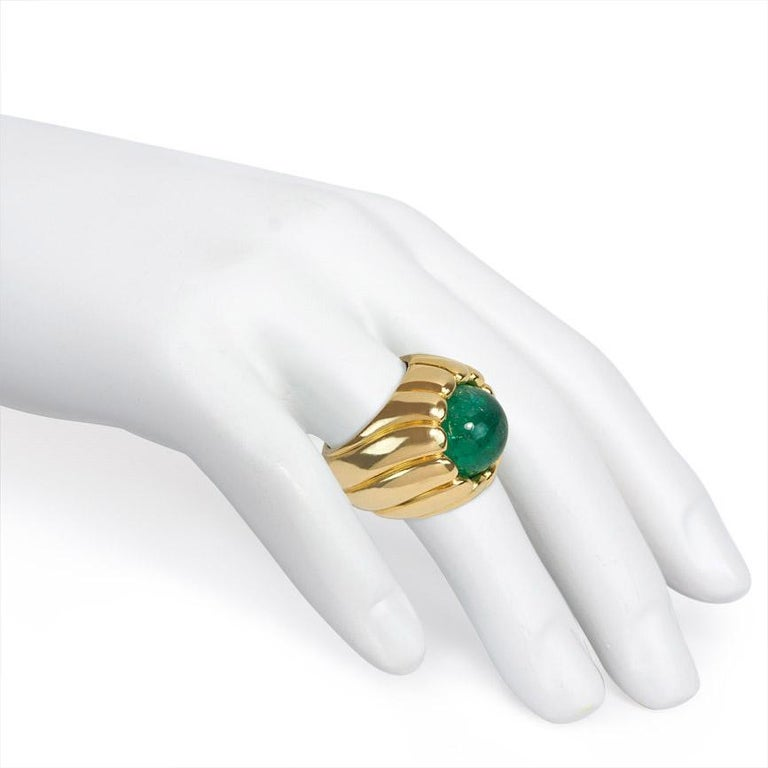 Cartier Retro Cabochon Emerald and Gold Cocktail Ring For Sale 1