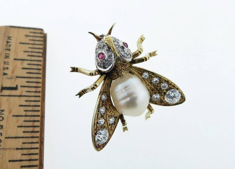 Fantastic South Sea Pearl Diamond Yellow Gold Fly Brooch In Excellent Condition For Sale In Lambertville, NJ