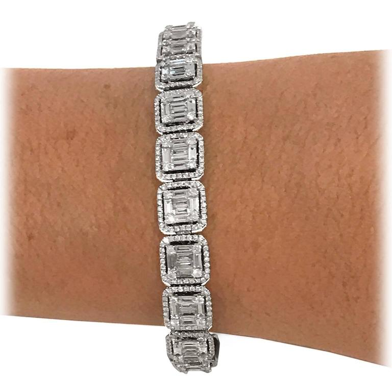 8 Carat Baguette and Brilliant-Cut Diamonds White Gold Bracelet In Excellent Condition For Sale In New York, NY