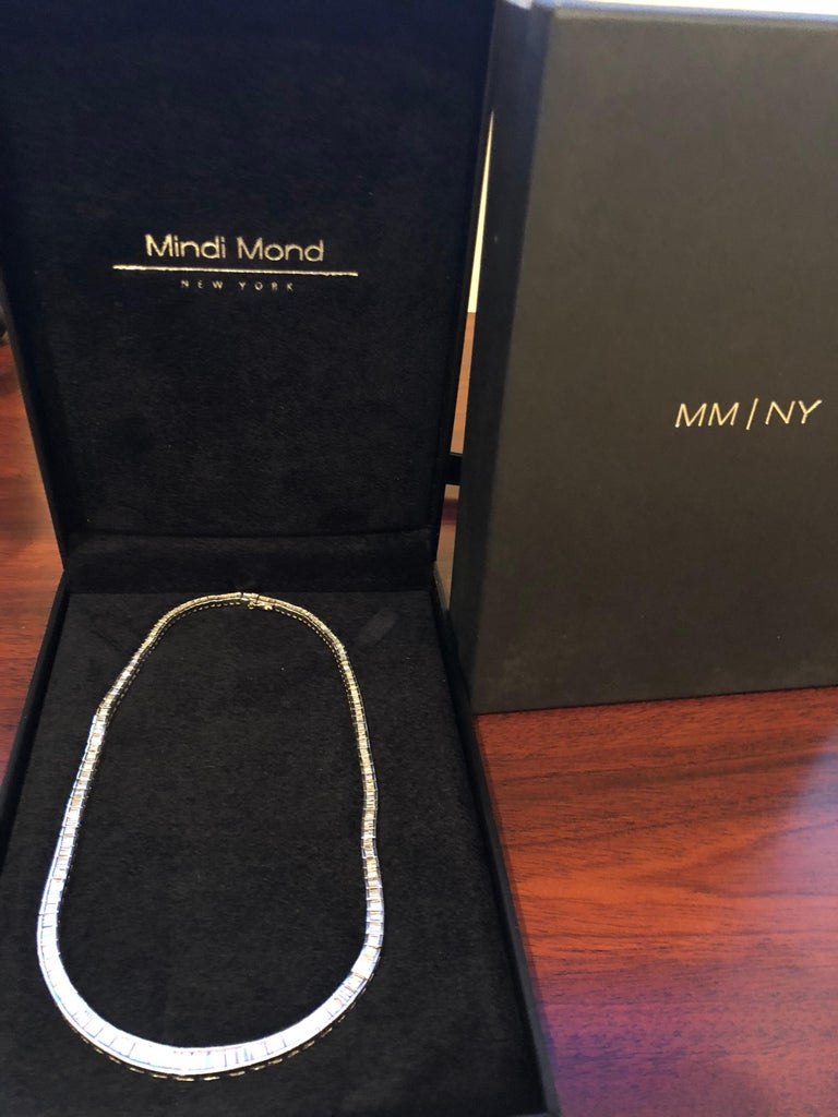 Modern tapered  Baguette Diamond Platinum Riviere Necklace For Sale 1
